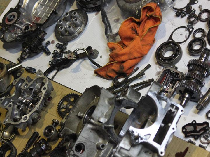 SR400 エンジンペイントの準備