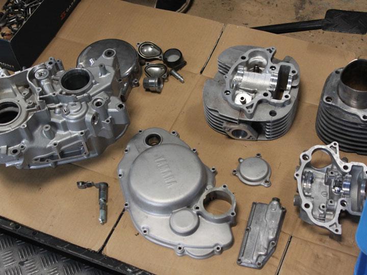 SR400 エンジンペイント 洗浄