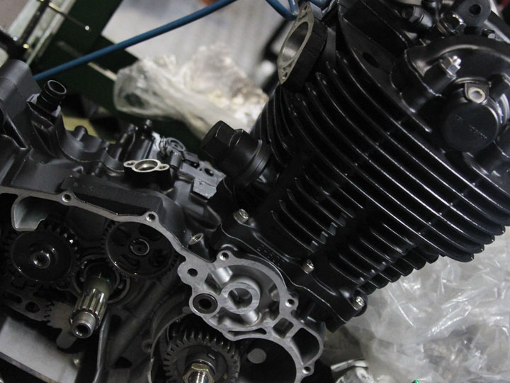 SR400 エンジンペイント 組立て